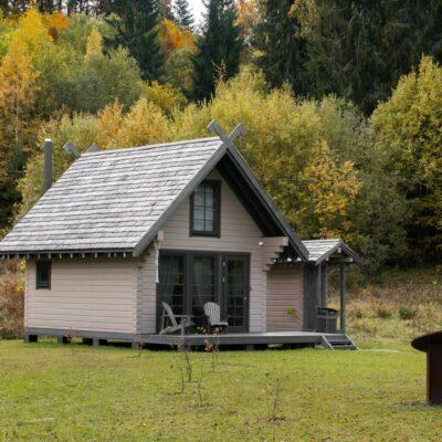 Dabas māja pie Ilgāja ezera